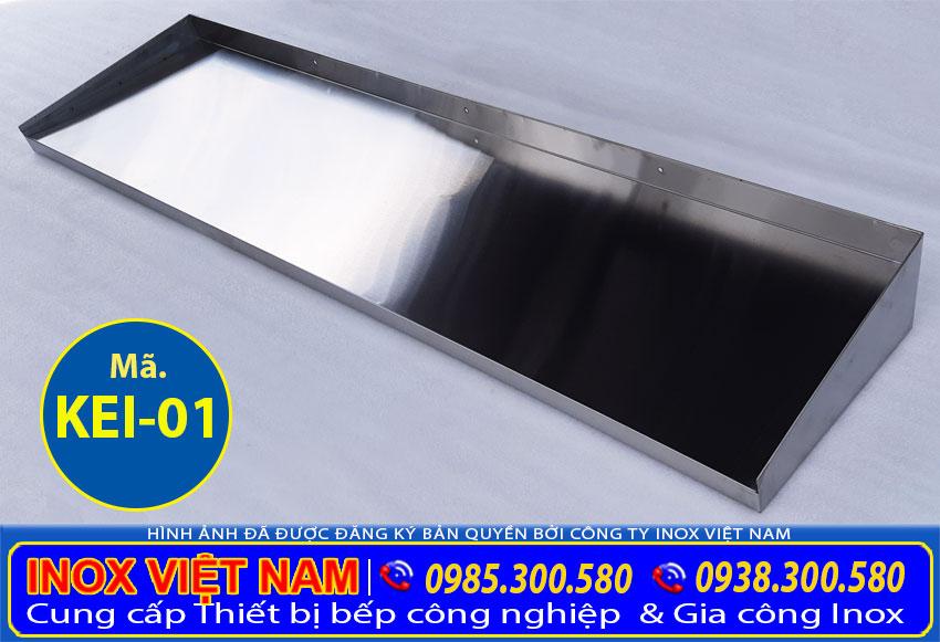 Kệ bếp 1 tầng sản xuất inox 304 cao cấp, có độ bền cao, chịu nhiệt tốt và tuổi thọ lâu dài.