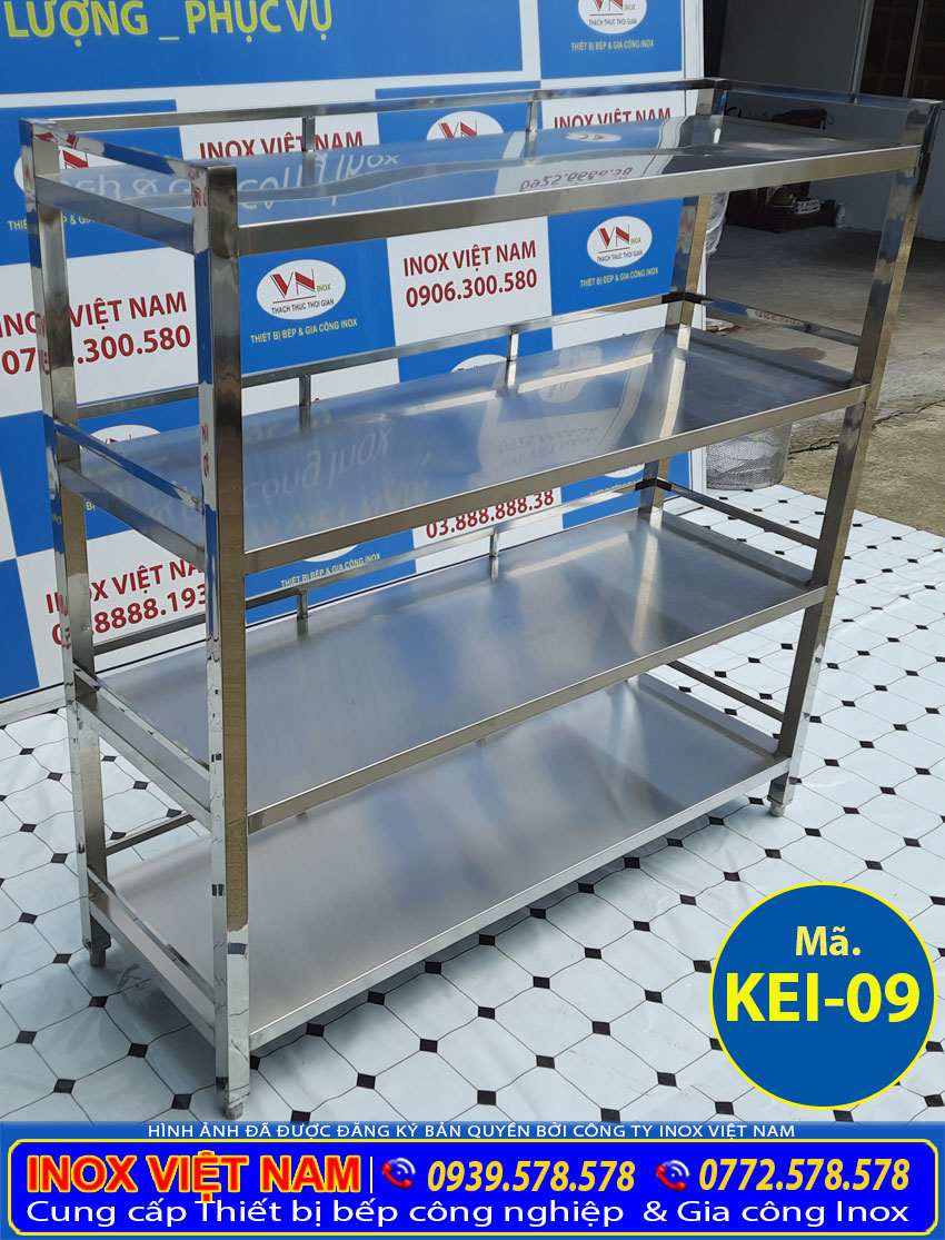 Kệ bếp 4 tầng sản xuất inox 304 có độ bền cao, chịu nhiệt tốt, không bị hoen hỉ, luôn sáng bóng trong quá trình sử dụng.
