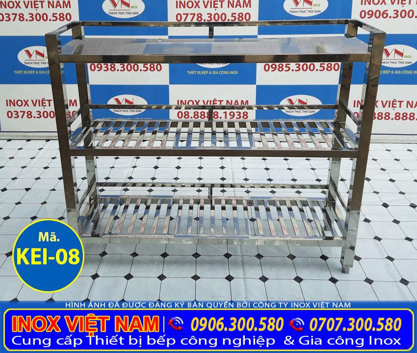 Kệ bếp inox 3 tầng thiết kệ hiện đại, inox 304 có độ bền cao, chịu nhiệt tốt.
