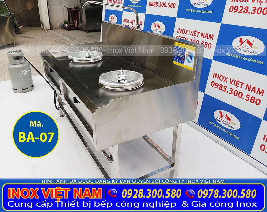 Bếp á công nghiệp 2 họng sản xuất inox 304, có độ bền cao, chịu nhiệt tốt.