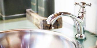 Cách sửa vòi nước bồn rửa chén bát bị tắc