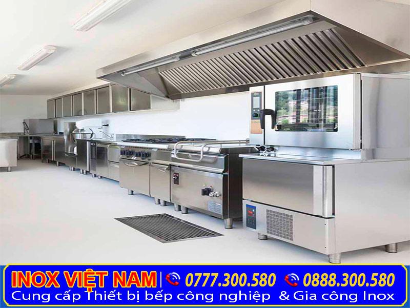 Không gian bếp khi lắp đặt hệ thống hút mùi bếp công nghiệp