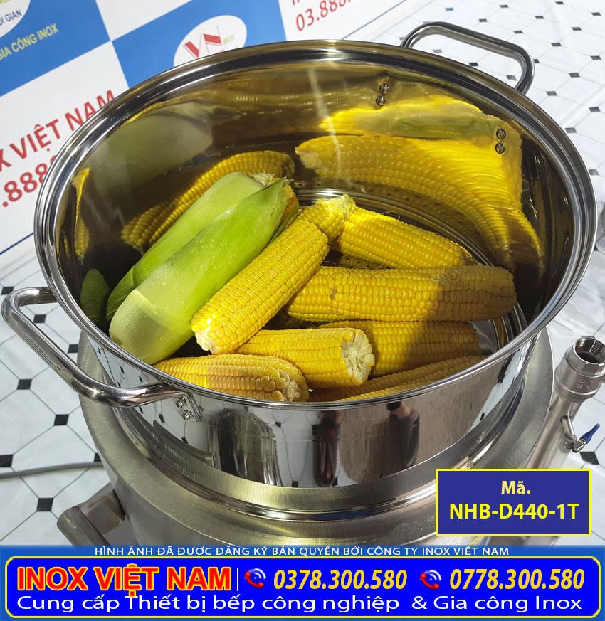 Món bắp thơm ngon, mềm dẻo được nấu bằng nồi điện inox cao cấp sản xuất Bếp Inox Việt Nam.