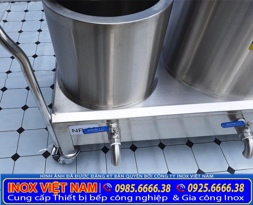 Van xả thiết kệ bên dưới bệ nồi giúp thải nước bẩn ra ngoài trong quá trình vệ sinh.