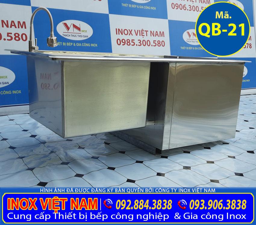 Thùng đá inox quầy bar được sản xuất hoàn toàn 100% inox 304 cao cấp. Có độ bền cao, chịu nhiệt tốt và không bị oxi hoá.