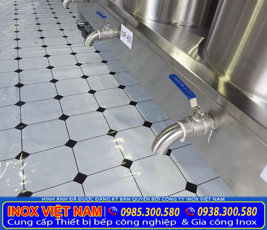 Van xả nằm bên dưới bệ nồi điện giúp xả nước thải ra ngoài trong quá trình vệ sinh.