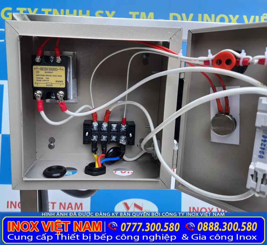 Hộp điện điều khiển thiết kế an toàn và hiện đại.