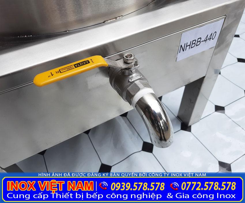 Van xả nước bên dưới nồi hấp giúp vệ sinh dễ dàng.