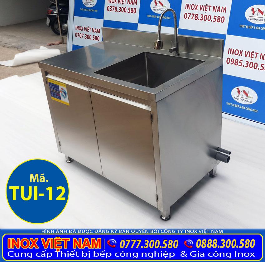 Tủ bếp inox sản xuất bằng inox 304, có độ bền cao, chịu nhiệt tốt.